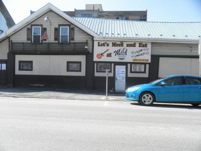 Mels Restaurant and Bar